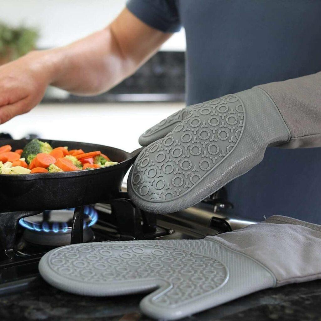 Silicone Oven Mitts and Pot Holders Set